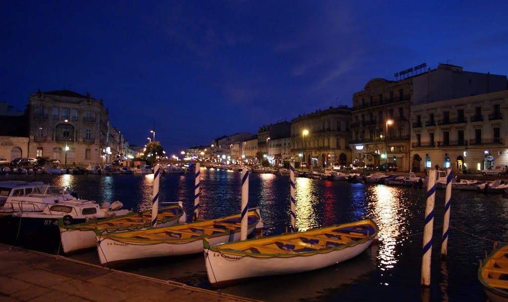 Ville de Sète de nuit