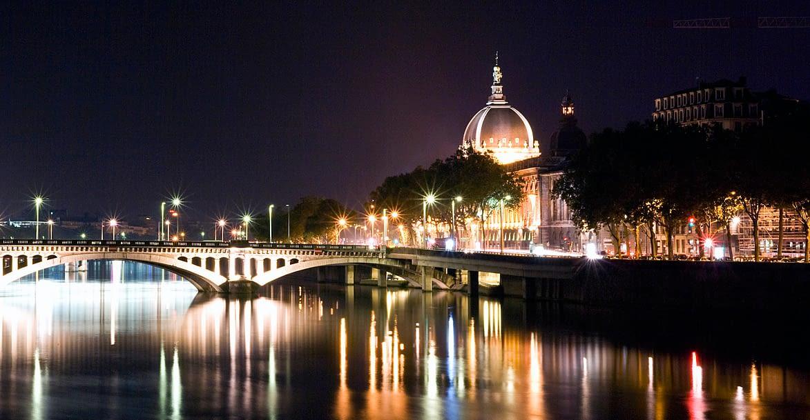 Ville de Lyon de nuit